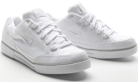 Footwear: Nike GTS 09