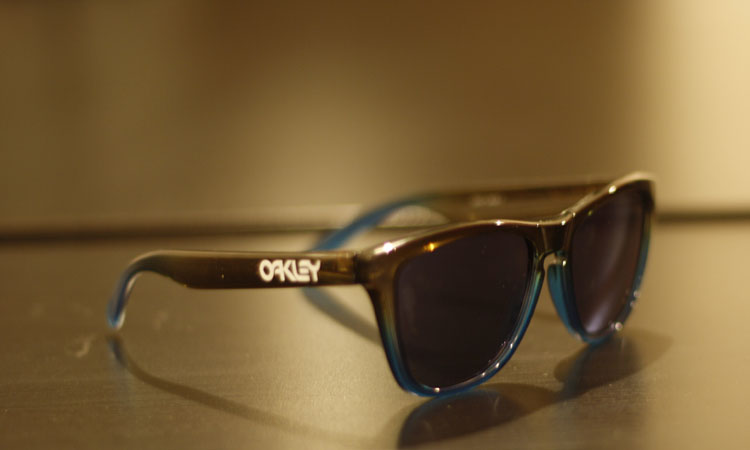 oakley frogskins blue vf3r  I got this really fresh pair Oakley Frogskins dubbed the Fade and I love  them The colourway is called Rootbeer Cyan fade and they come with blue  Iridium