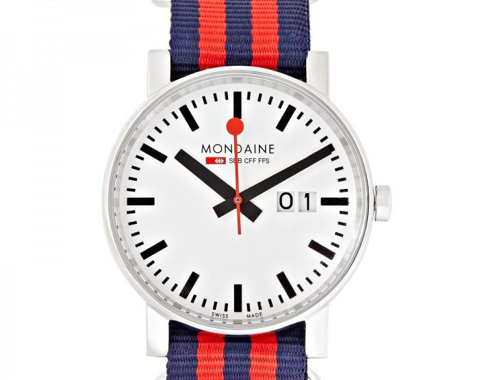 Accessories: Mondaine Evo Stainless Steel Watch @mondaine_watch