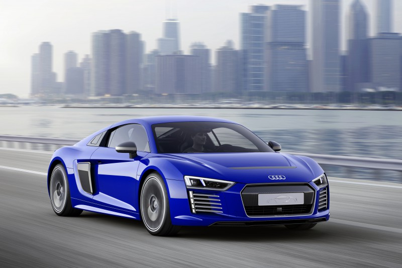 audi-r8-etron-piloted-driving-ces150144-1