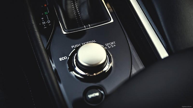 2015-lexus-GS-center-console-dial-and-stickshift-1204x677-GS0035