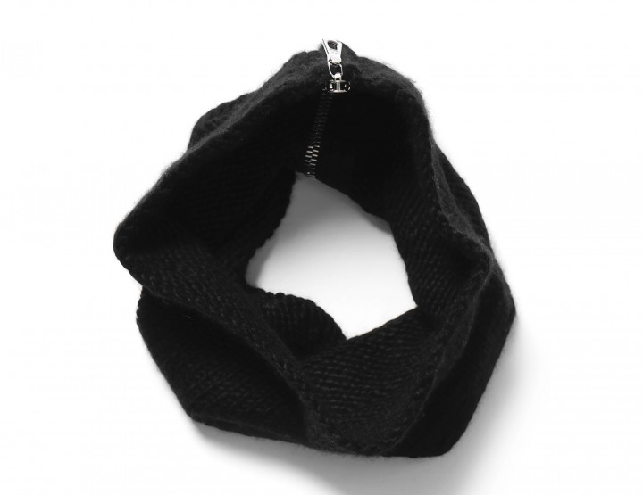Accessories: The All Black, Last Minute Gift Guide For Him #MTGiftGuide