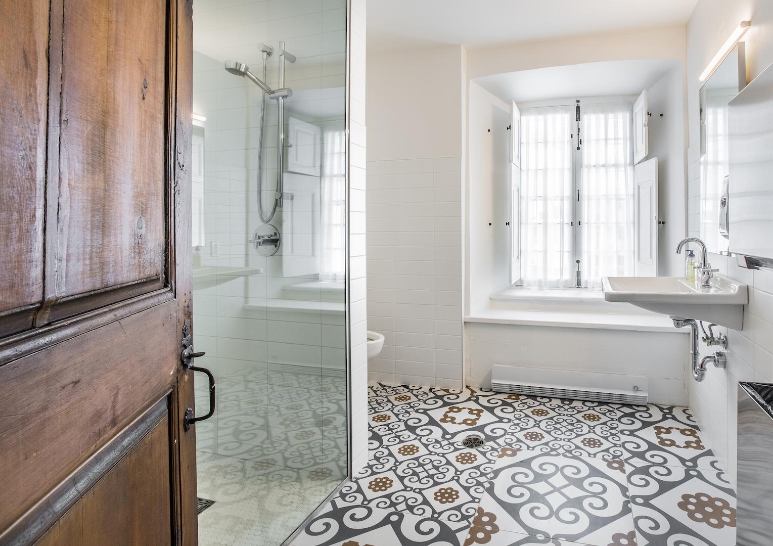 Monastere-des-Augustines-bathroom