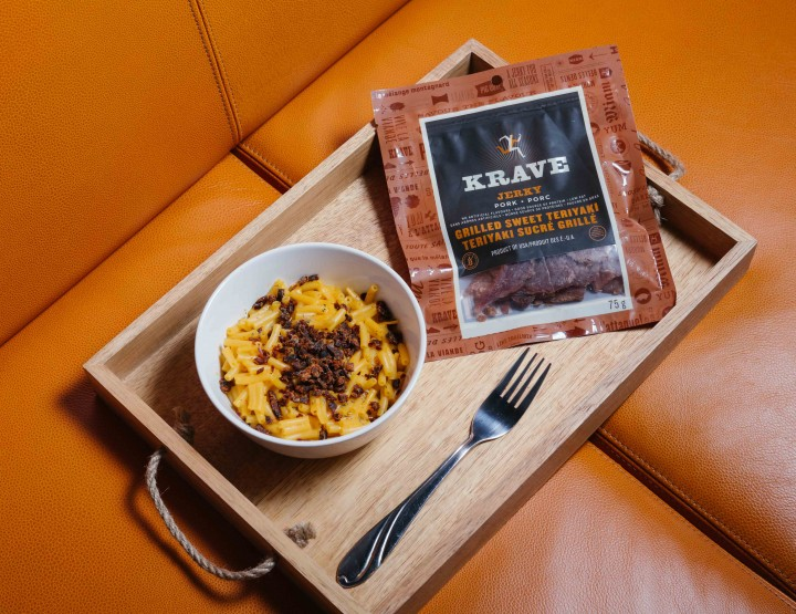 Add This Tasty Garnish To Your Mac-N-Cheese For Movie Nights @kravejerky #ExploreYourTastes #KraveJerky #Partner