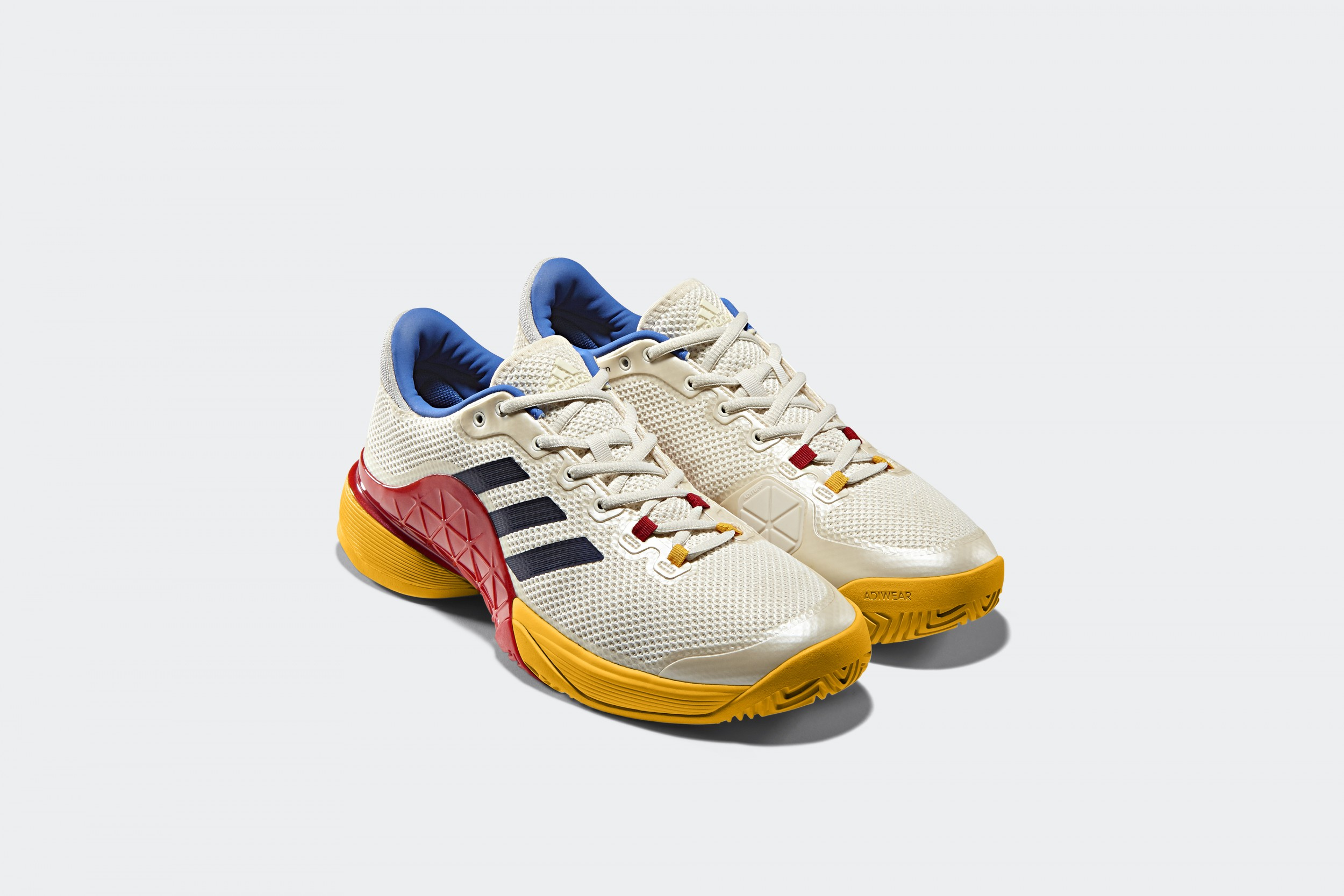 adidas_Tennis_Collection_by_PHARRELL_WILLIAMS_S81004_PAIR